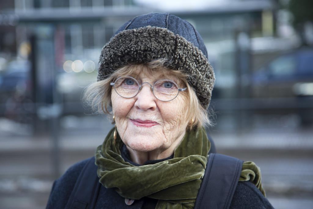 """Ullabritt Rosén, 78, konstnär, Göteborg: - Ja, vi hoppas mycket på henne. Jag önskar att fler svarade som hon på frågan om nya uppdraget. """"Det är så roligt att det kan man inte säga nej till""""."""